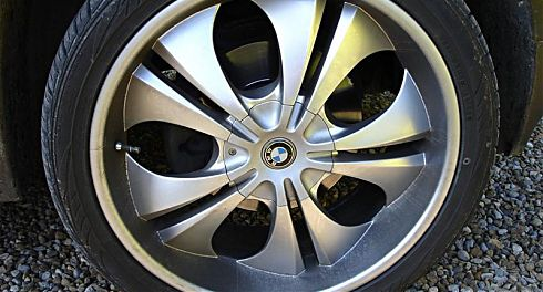 bmw-alloy-wheel-before-valet_1